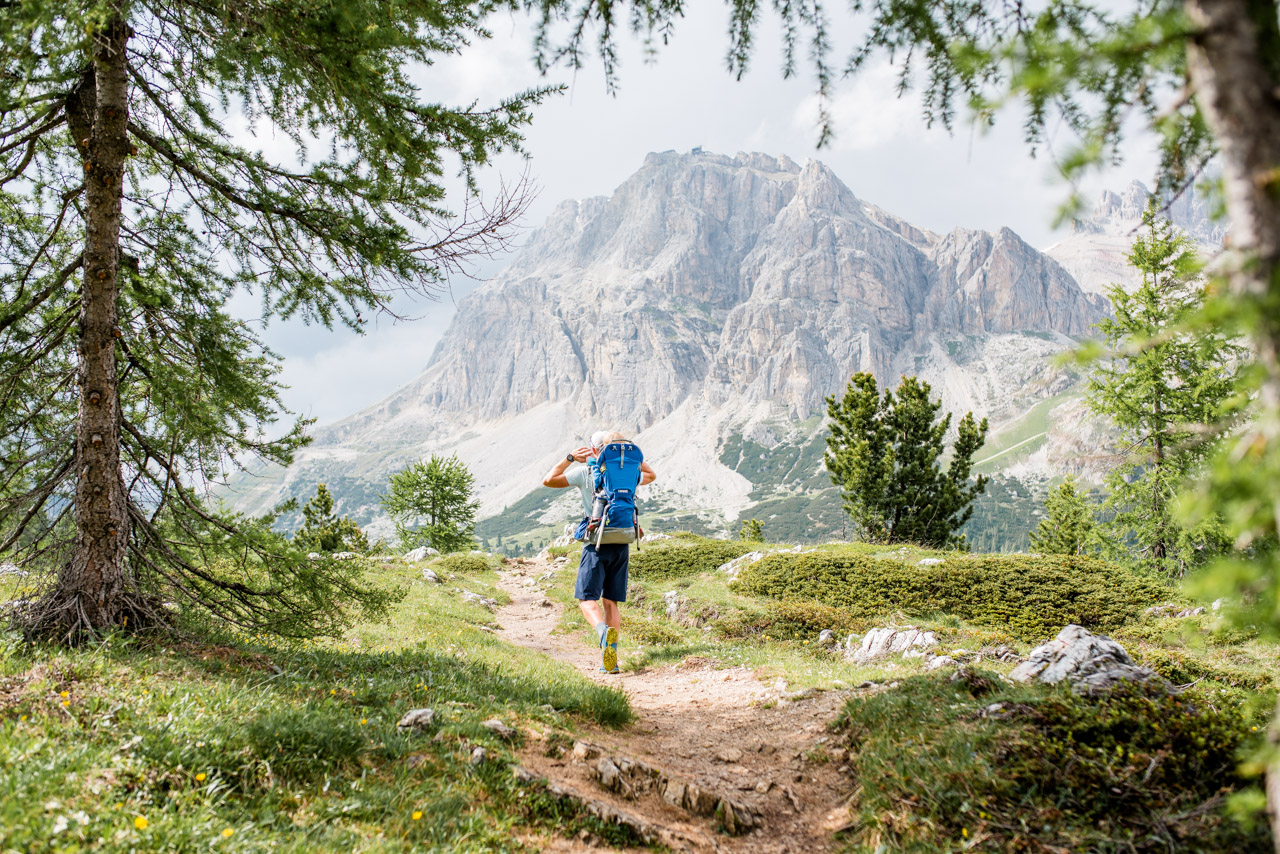 Hiking in Cortina with Thule carrier backpack